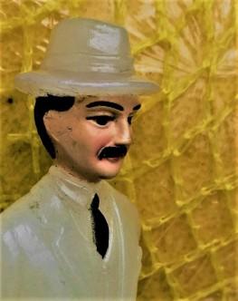 Señor Misterioso Examining the Pomelos