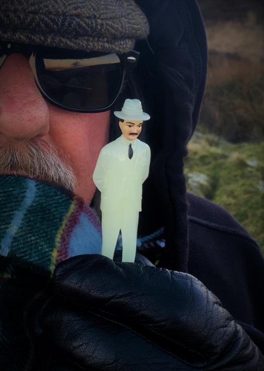 Senor Misterioso in Felder's hand
